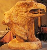 boliviacom artistas plsticos proponen una novedosa exposicin de esculturas decorativas acabadas en fibra de vidrio y fibra de carbn denominada uc